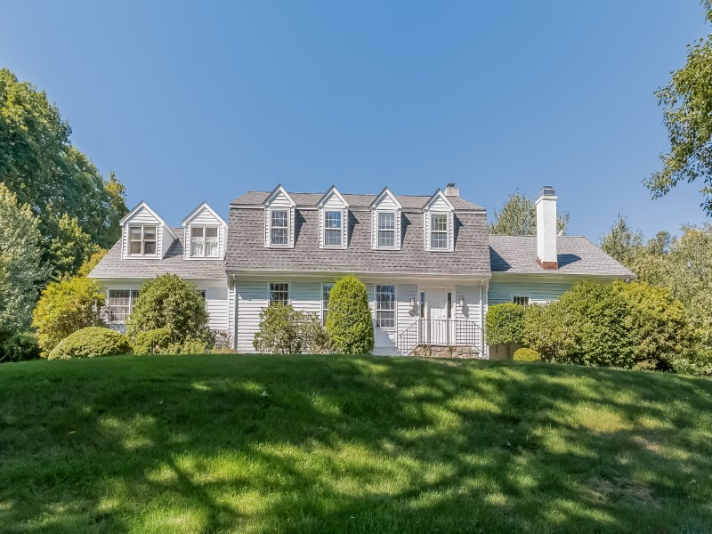 独户住宅 为 销售 在 Mid-Country Retreat 44 Doubling Road Mid-Country, Greenwich, 康涅狄格州 06830 美国