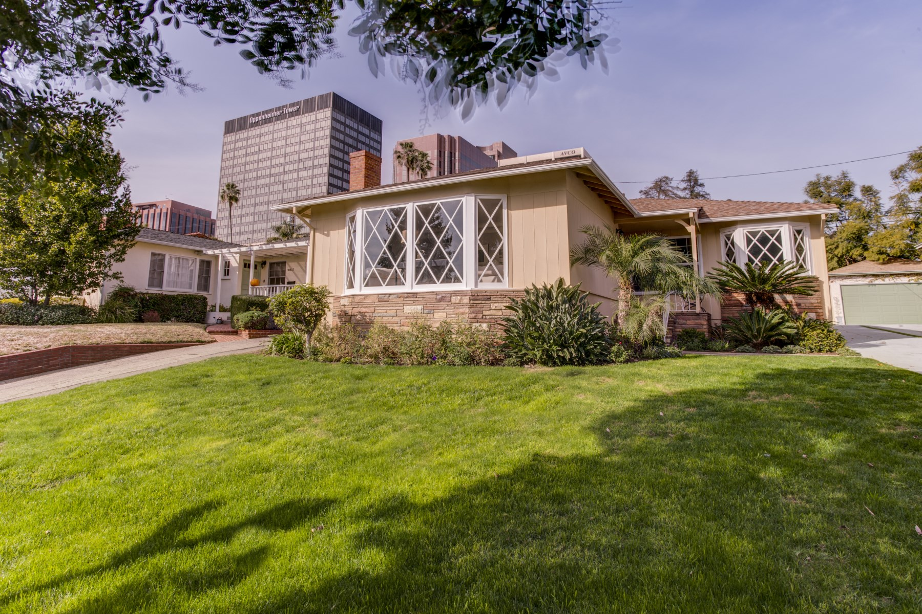 Single Family Home for Sale at Great Location, Close to Everything. 10833 Wellworth Avenue Westwood, Los Angeles, California 90024 United States