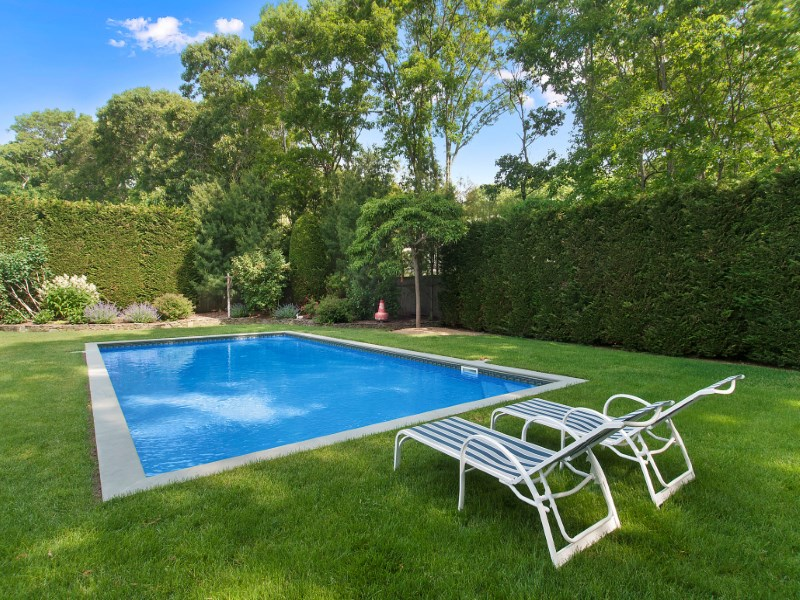 Casa para uma família para Venda às A Home for All Seasons Springs, East Hampton, Nova York 11937 Estados Unidos