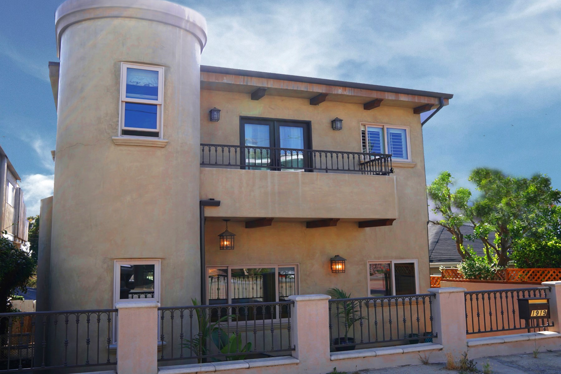 Single Family Home for Sale at 1919 Springfield Avenue Hermosa Beach, California, 90254 United States