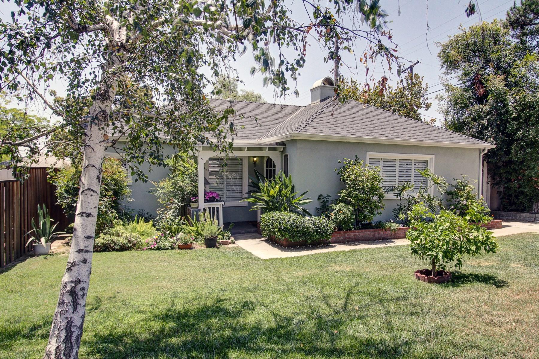 Vivienda unifamiliar por un Venta en Stunning Traditional + Artist's Studio 712 East Mendocino Street Altadena, California, 91001 Estados Unidos
