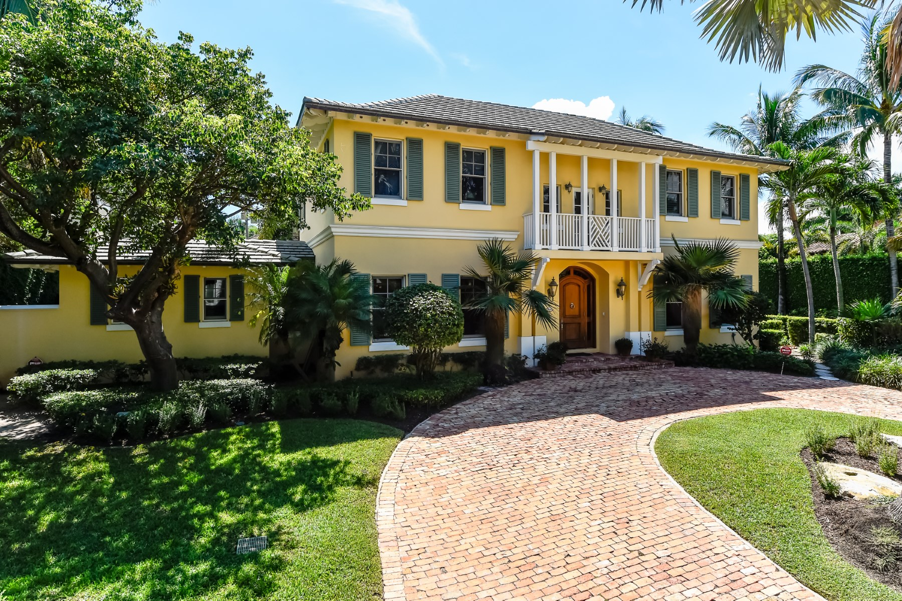 Single Family Home for Sale at Wonderful Two-Story North End Home 308 Arabian Rd North End, Palm Beach, Florida, 33480 United States