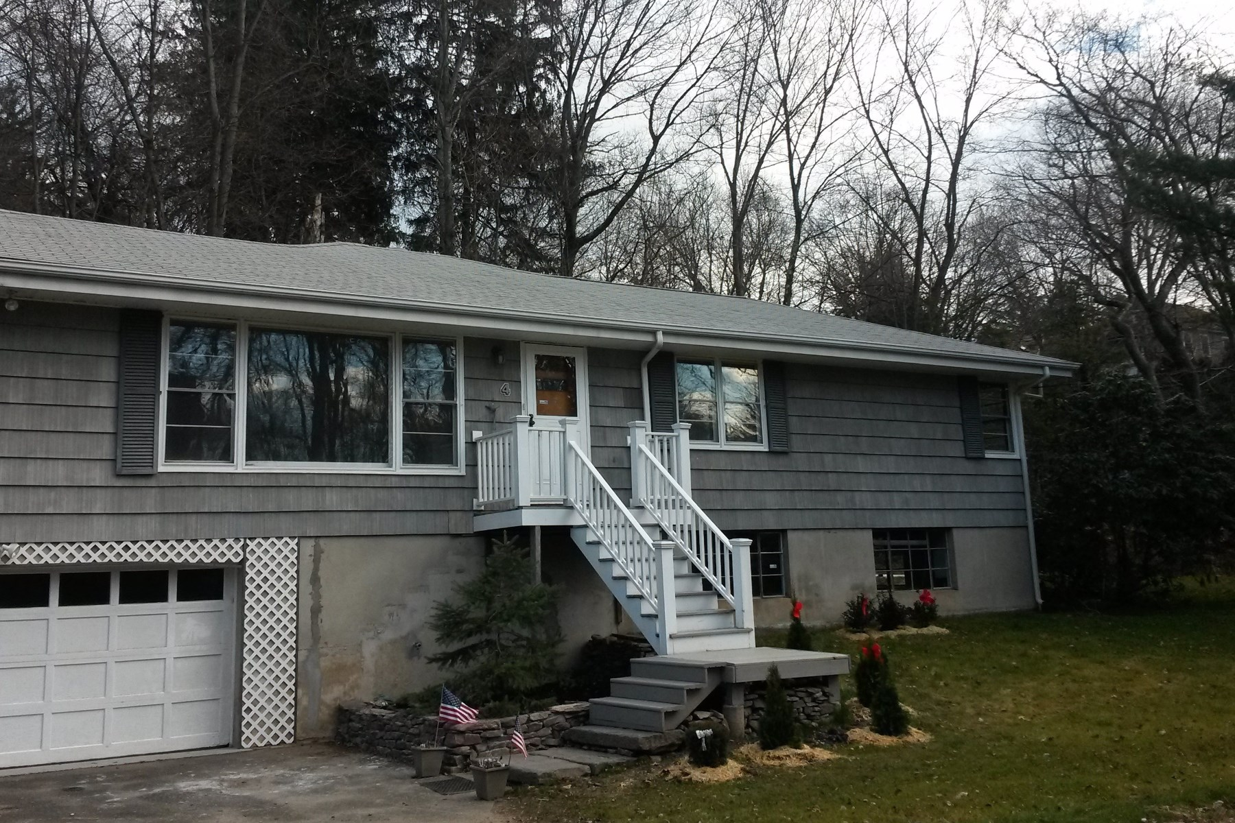 Single Family Home for Sale at 4 Apple Tree Lane, Riverside CT Riverside, Connecticut, 06878 United States
