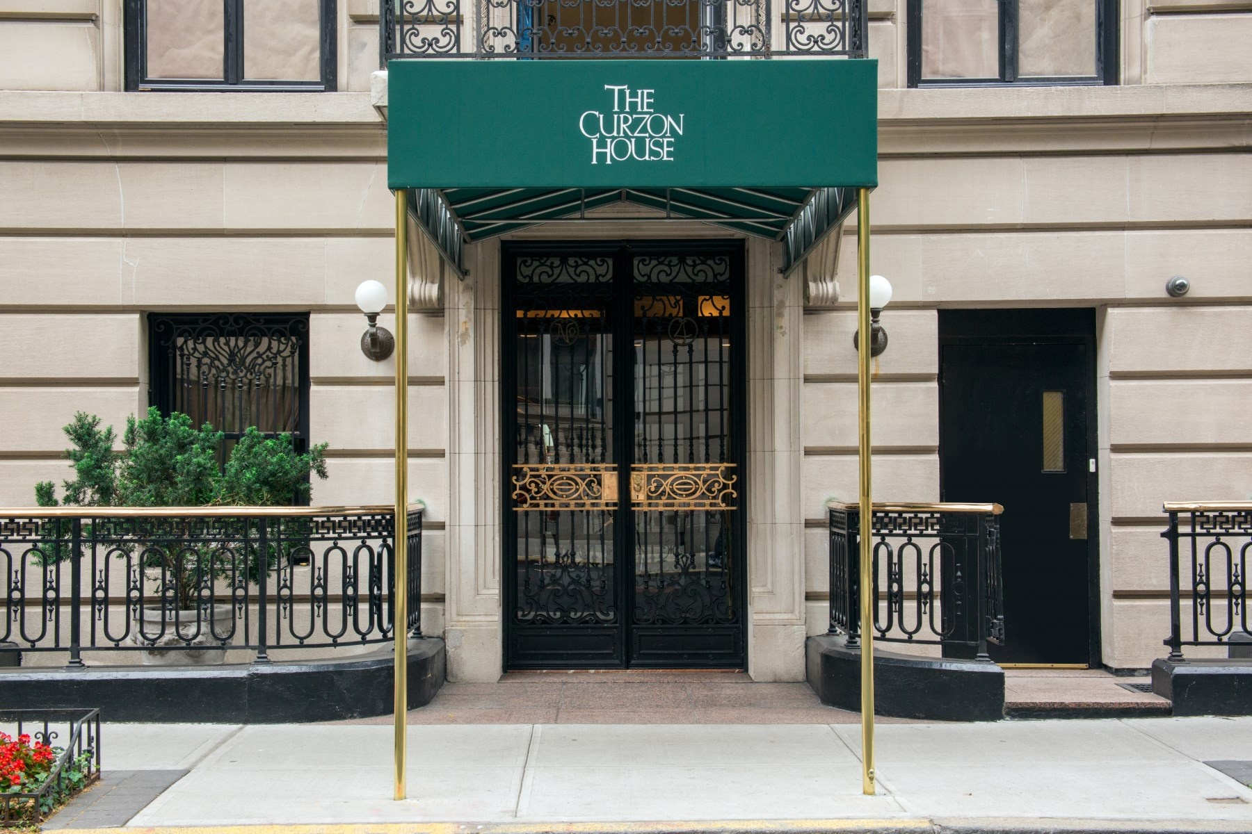 rentals property at 4 East 62nd Street