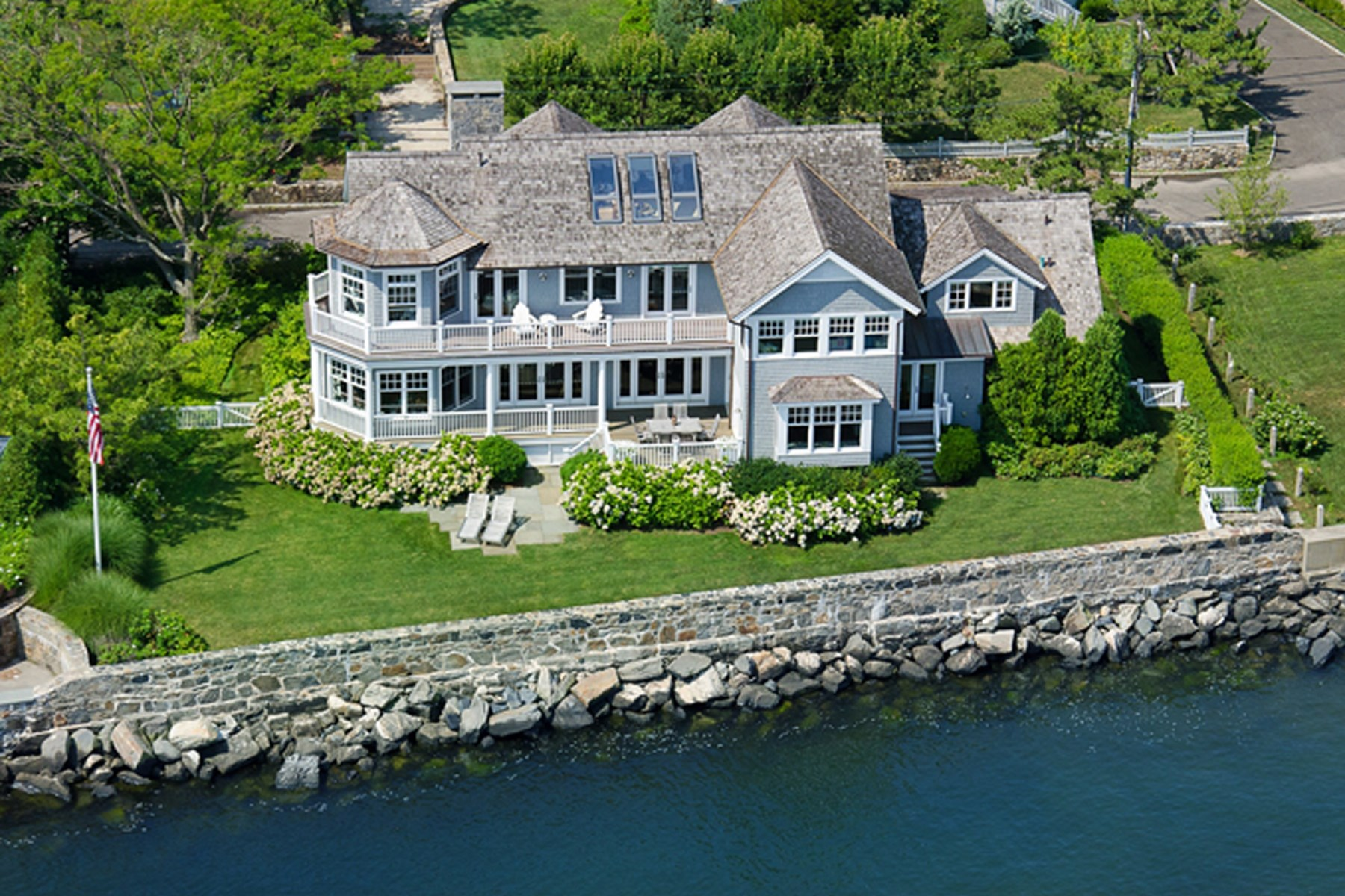 Villa per Vendita alle ore Spectacular Waterfront 15 East Point Lane Old Greenwich, Connecticut, 06870 Stati Uniti