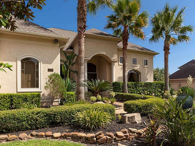 Maison unifamiliale pour l Vente à 1111 Oak Park Lane Friendswood, Texas 77546 États-Unis