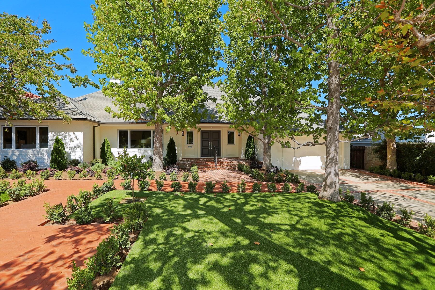 Частный односемейный дом для того Аренда на Beautifully Renovated Traditional 400 N. Saltair Avenue Los Angeles, Калифорния 90049 Соединенные Штаты