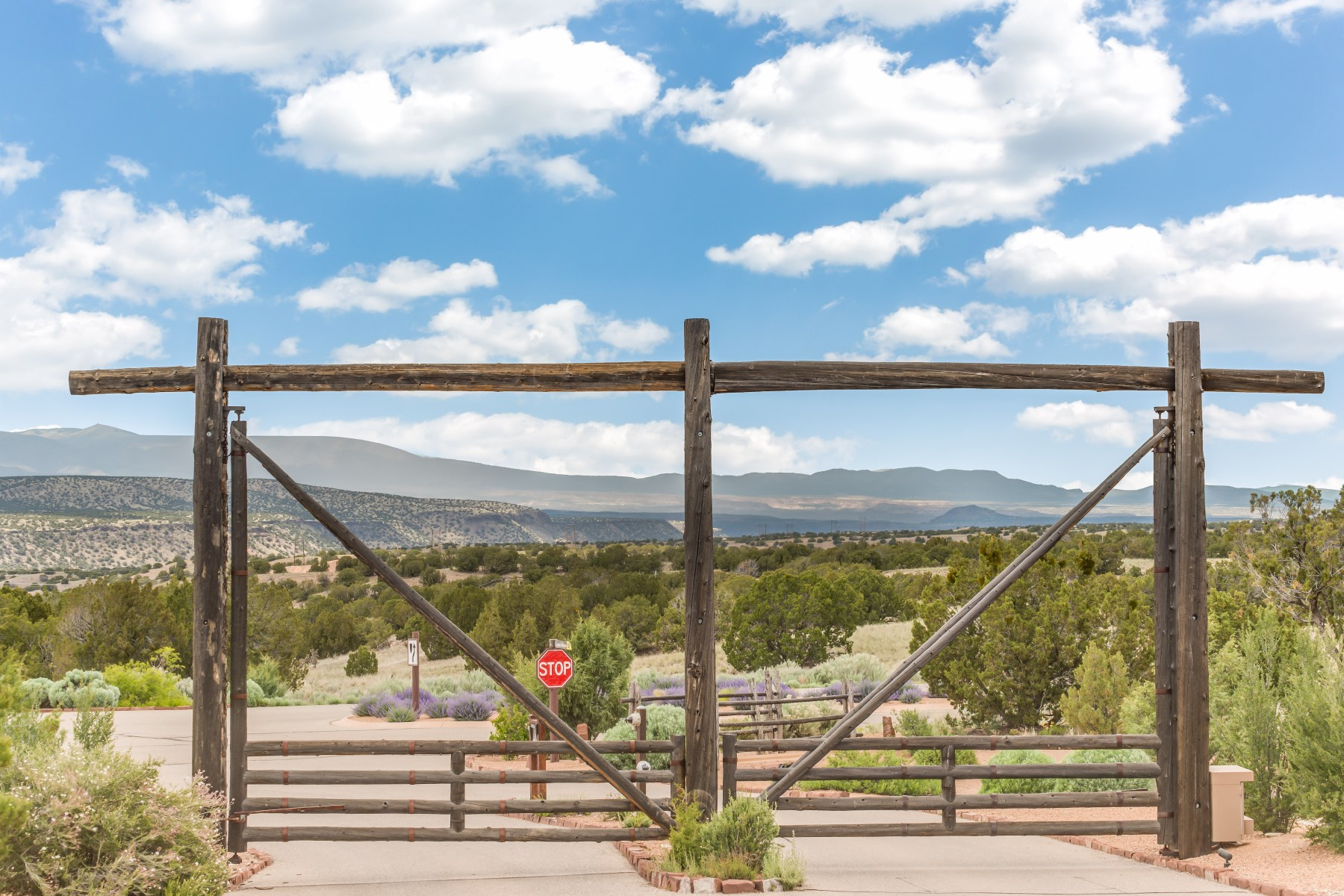 Additional photo for property listing at 19 Via De Las Yeguas, The Estancia's  Santa Fe, New Mexico 87506 United States