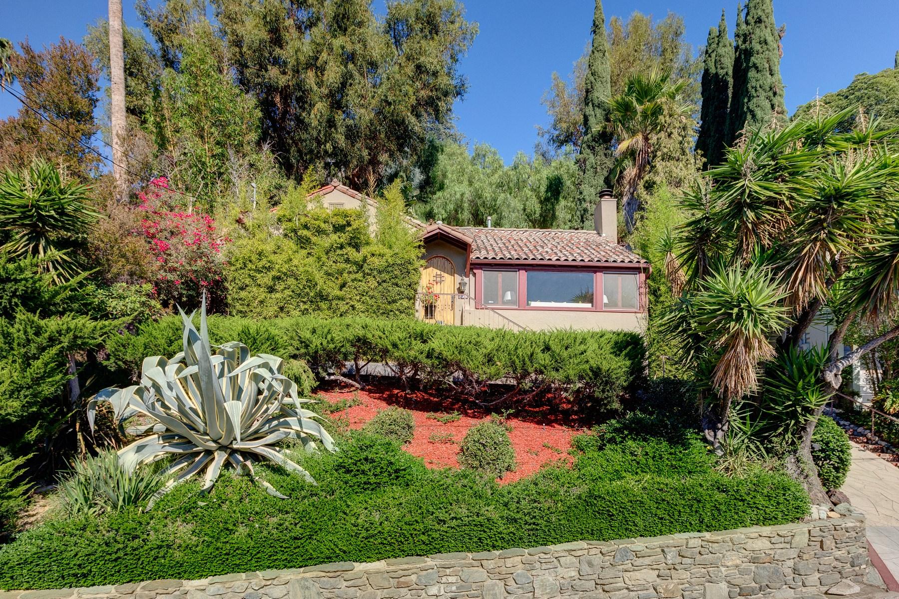 Maison unifamiliale pour l Vente à 1721 Redesdale Avenue Silver Lake, Los Angeles, Californie 90026 États-Unis