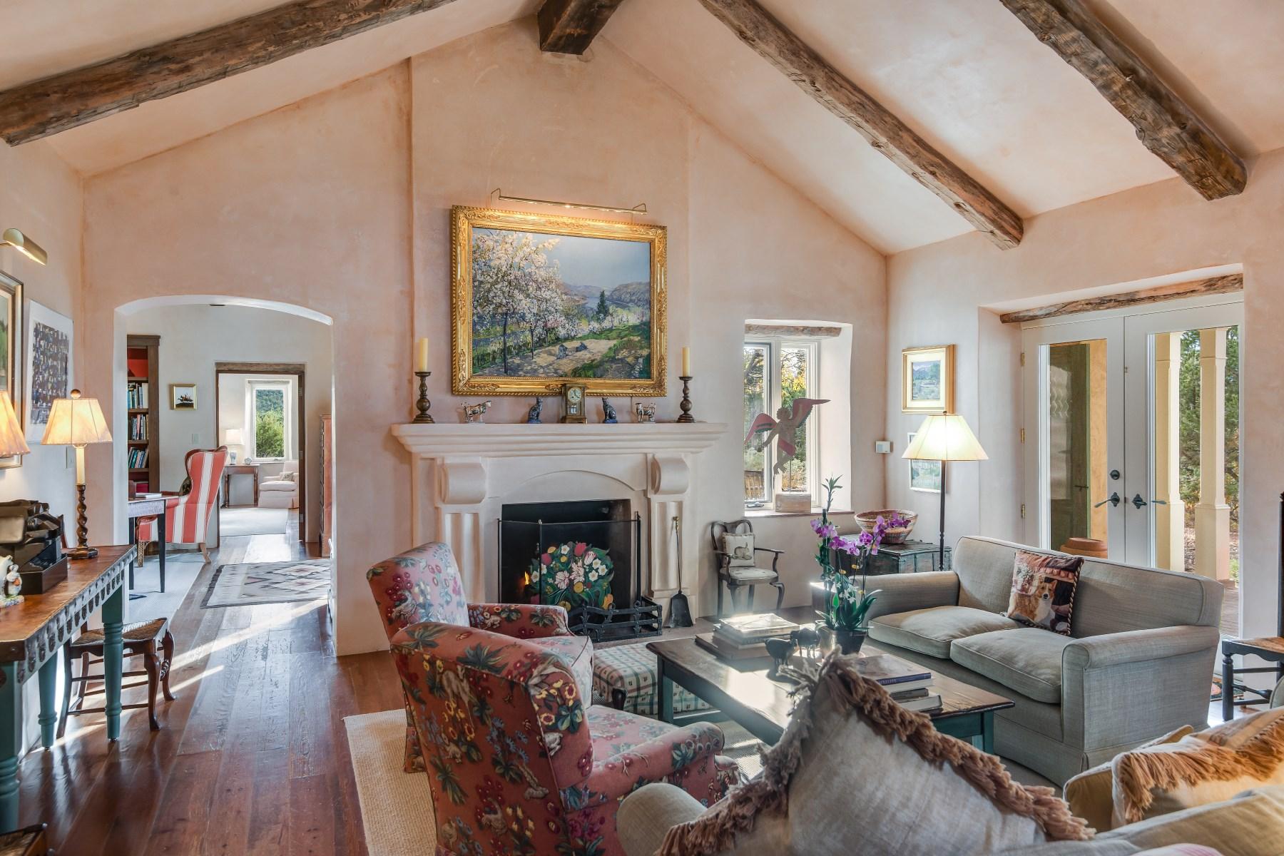 Maison unifamiliale pour l Vente à 85 Estrada Maya Northwest Of City Limits, Santa Fe, New Mexico 87506 États-Unis