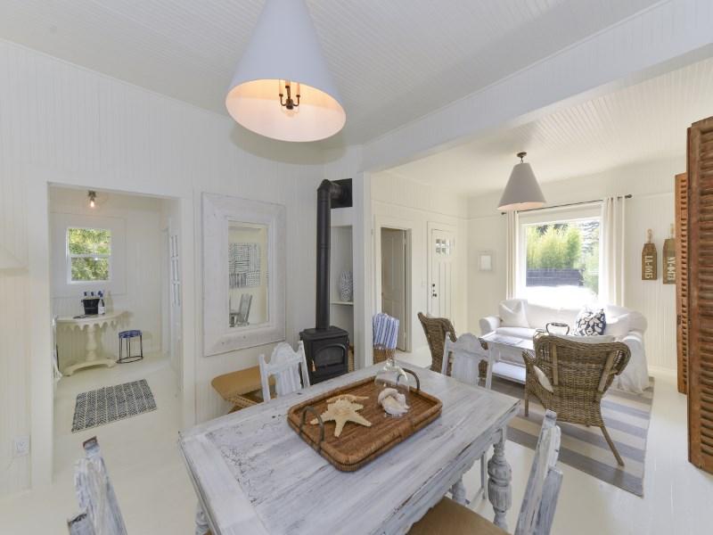 Maison unifamiliale pour l Vente à Vintage Healdsburg Cottage 512 Brown Street Healdsburg, Californie 95448 États-Unis