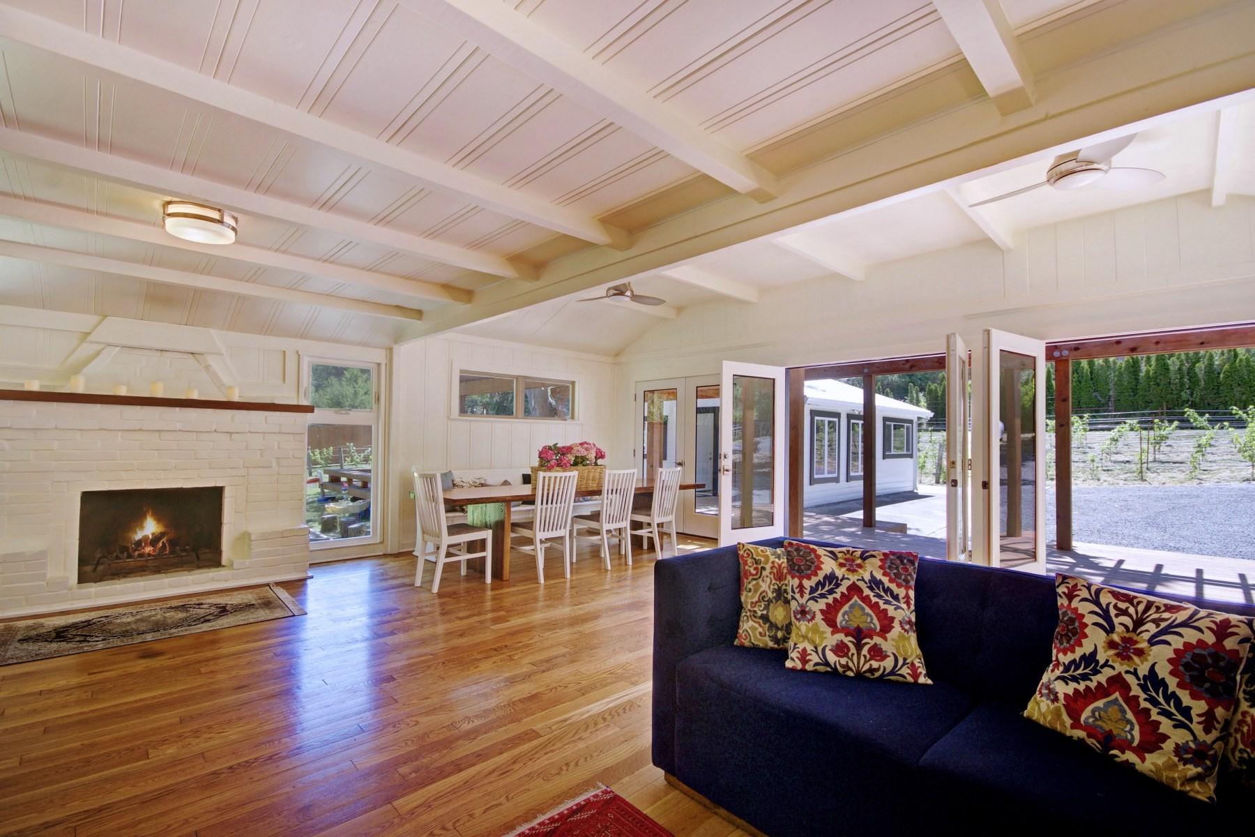 Maison unifamiliale pour l Vente à Wonderful Creekside Setting 1501 Dawn Hill Rd Glen Ellen, Californie, 95442 États-Unis