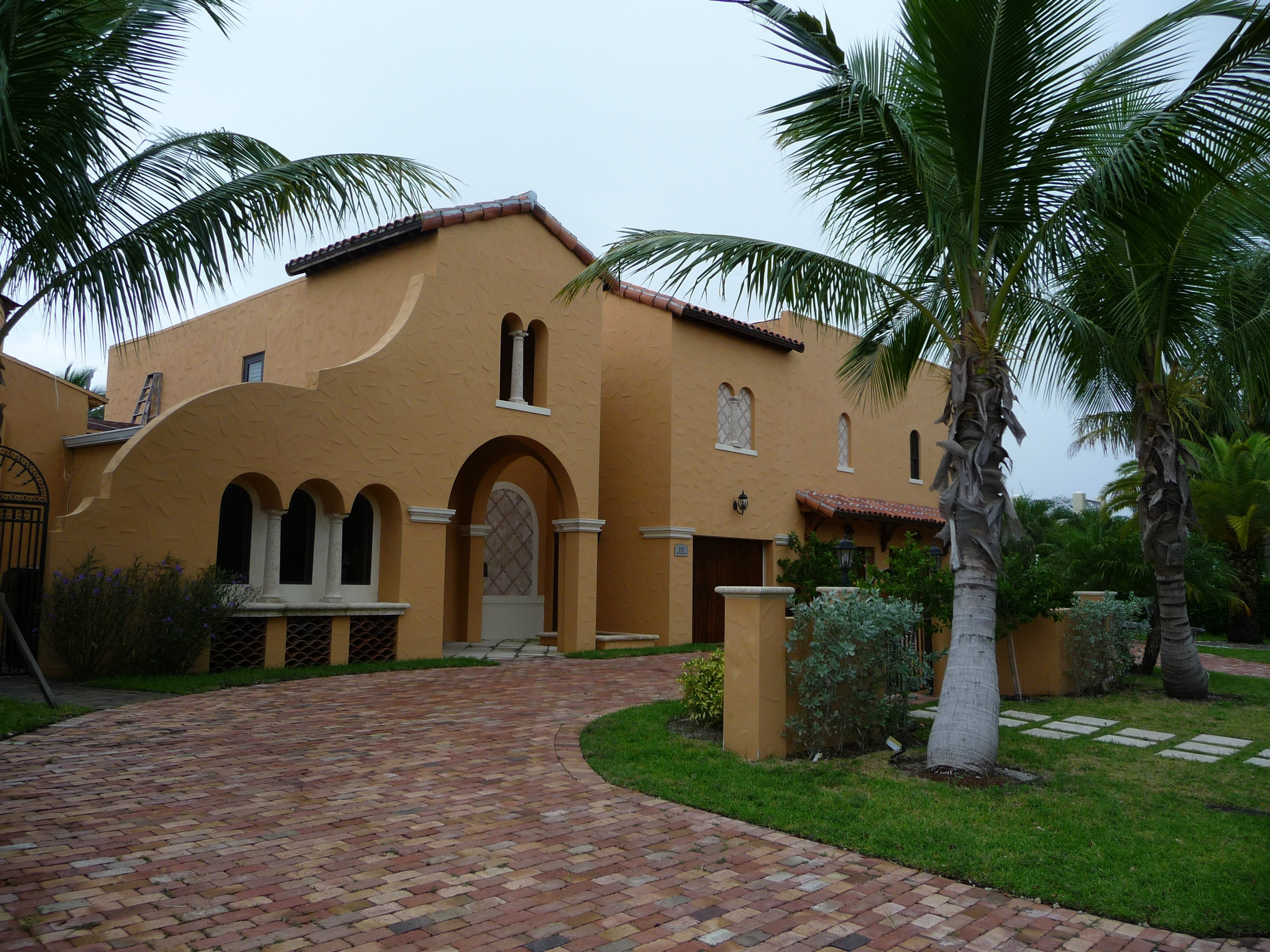 Maison unifamiliale pour l Vente à Beautiful Spanish Style Home 320 Murray Rd West Palm Beach, Florida 33405 États-Unis
