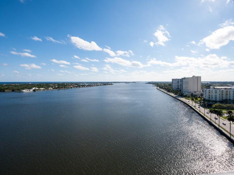 Condomínio para Venda às Superior Intracoastal Views 1200 S Flagler Dr Apt 1404 West Palm Beach, Florida 33401 Estados Unidos