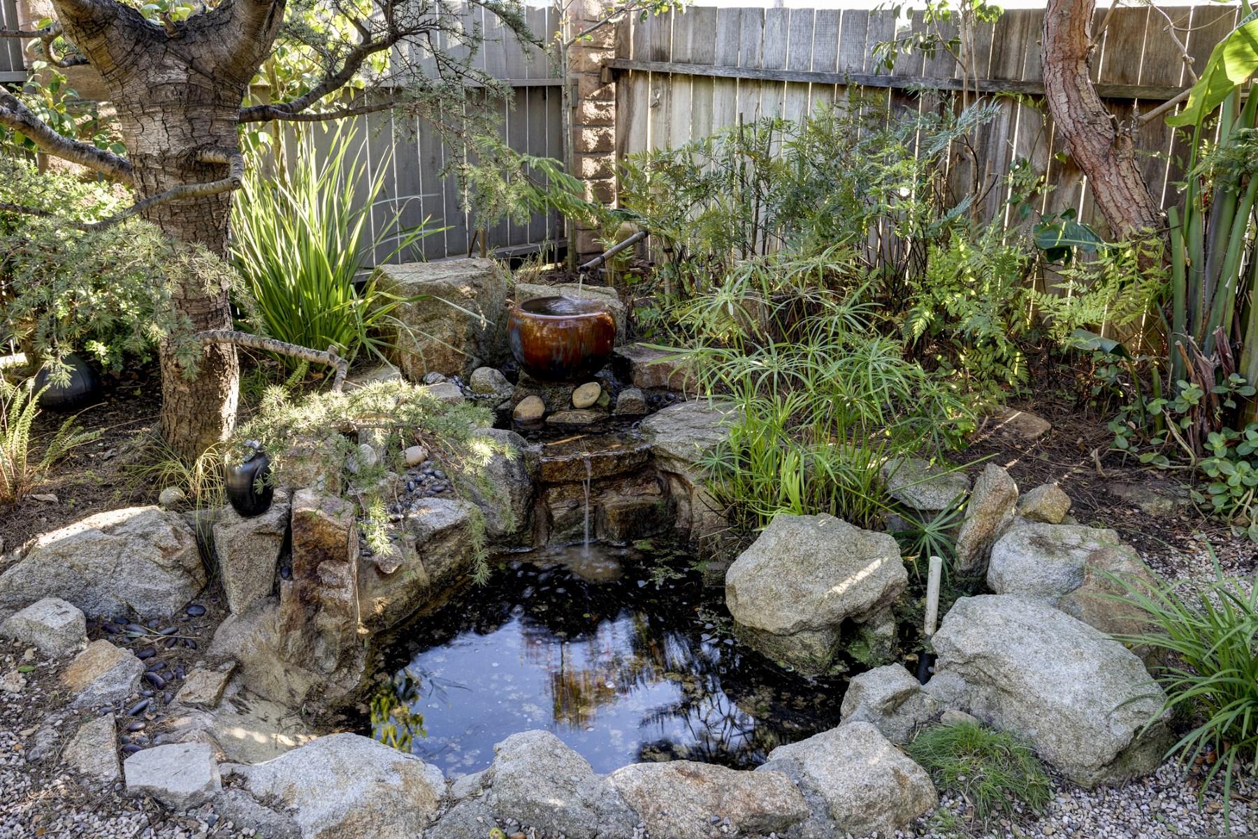 Maison unifamiliale pour l Vente à Private with Tropical Zen Gardens 327 Montecito Avenue Monterey, Californie 93940 États-Unis
