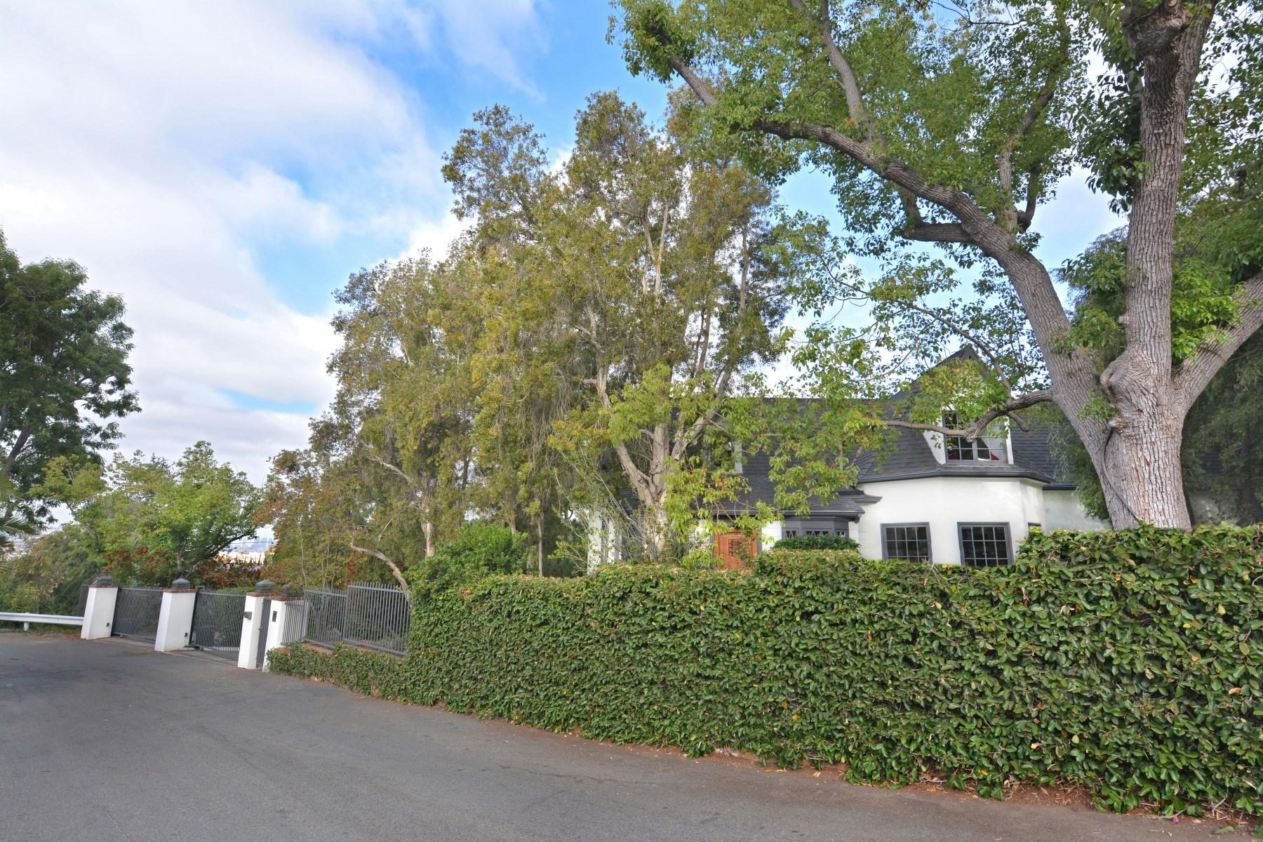 sales property at 2301 Hollyridge Drive