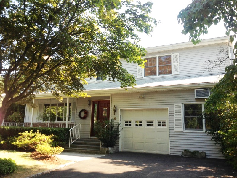 Single Family Home for Sale at Park-Like Griffith Road 6 Griffith Road Riverside, Connecticut 06878 United States