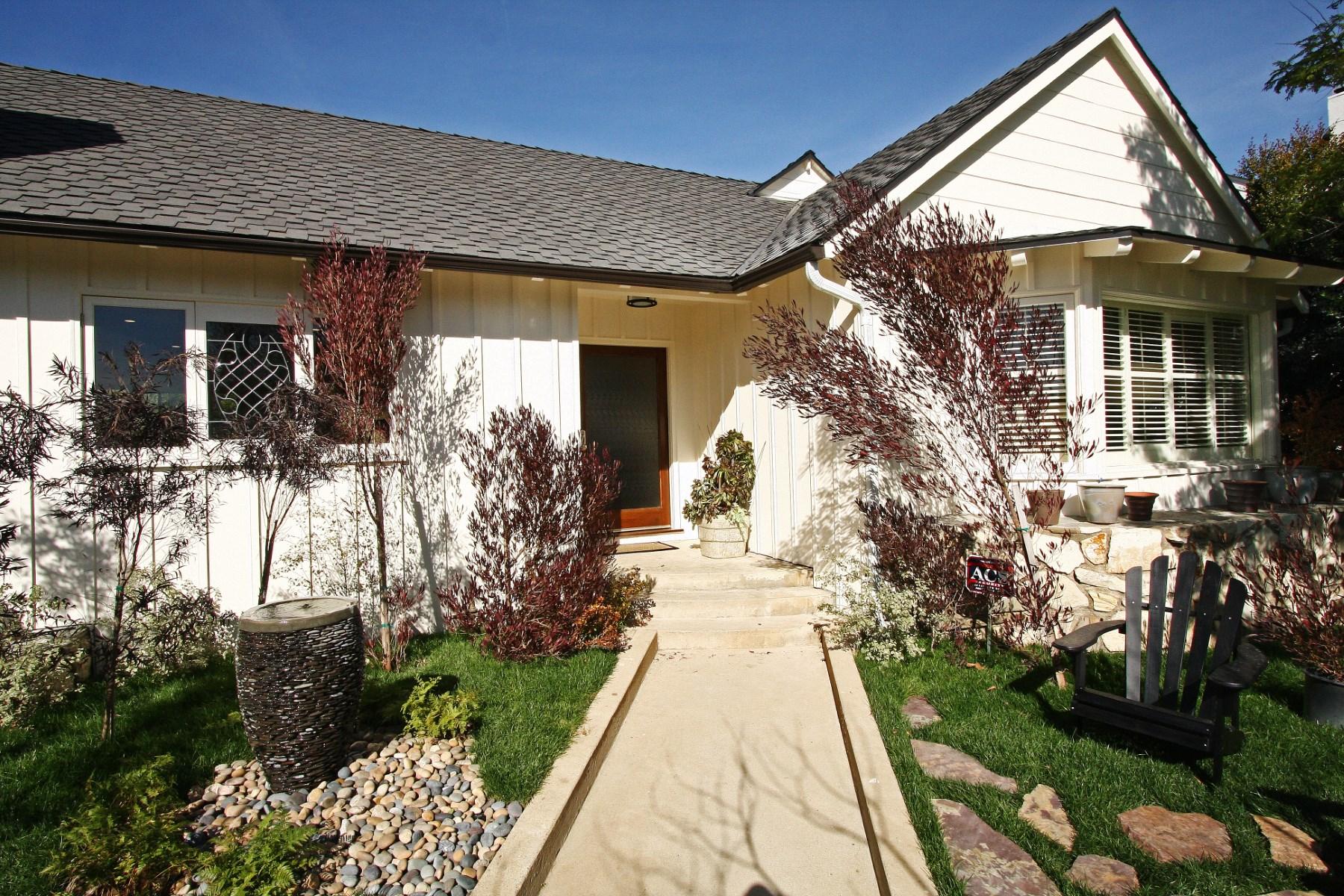 独户住宅 为 销售 在 Remodeled Classic Traditional 11365 Thurston Place 洛杉矶, 加利福尼亚州, 90049 美国