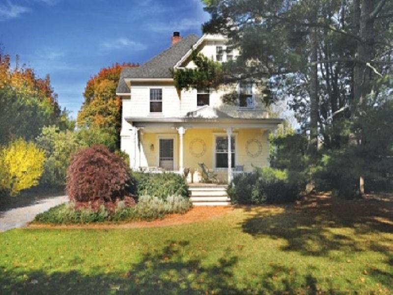 Частный односемейный дом для того Аренда на Bridgehampton Village Close to Starbucks Bridgehampton, Нью-Йорк, 11932 Соединенные Штаты