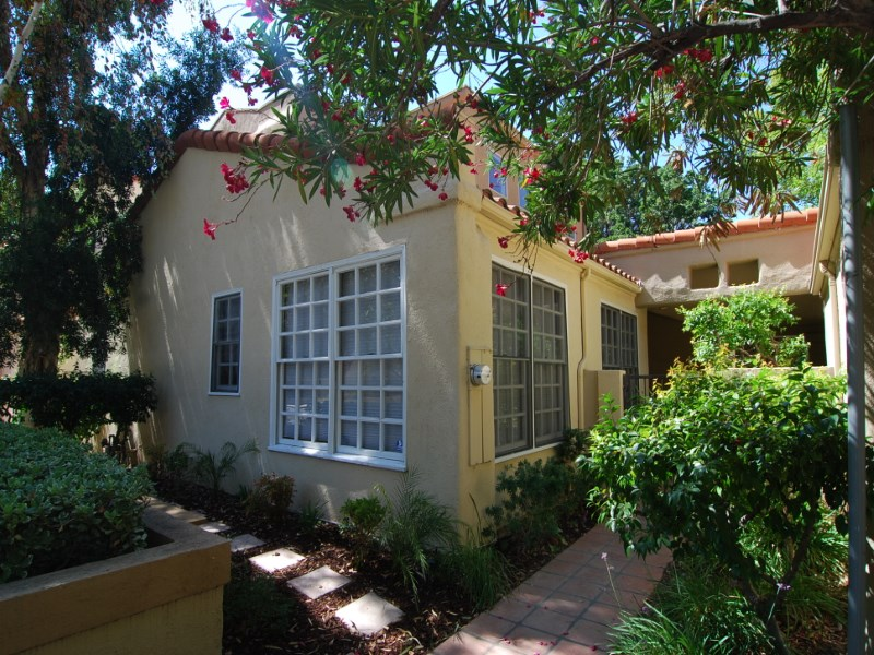 コンドミニアム のために 売買 アット 22965 Park Ora Los Angeles, カリフォルニア 91302 アメリカ合衆国