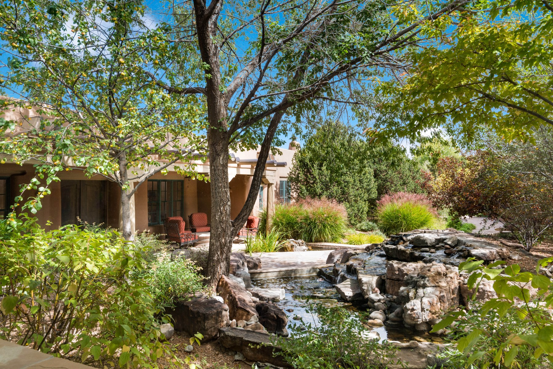 Vivienda unifamiliar por un Venta en Not All Homes are Created Equal... 22 Hawthorne Circle Santa Fe, Nuevo Mexico, 87506 Estados Unidos