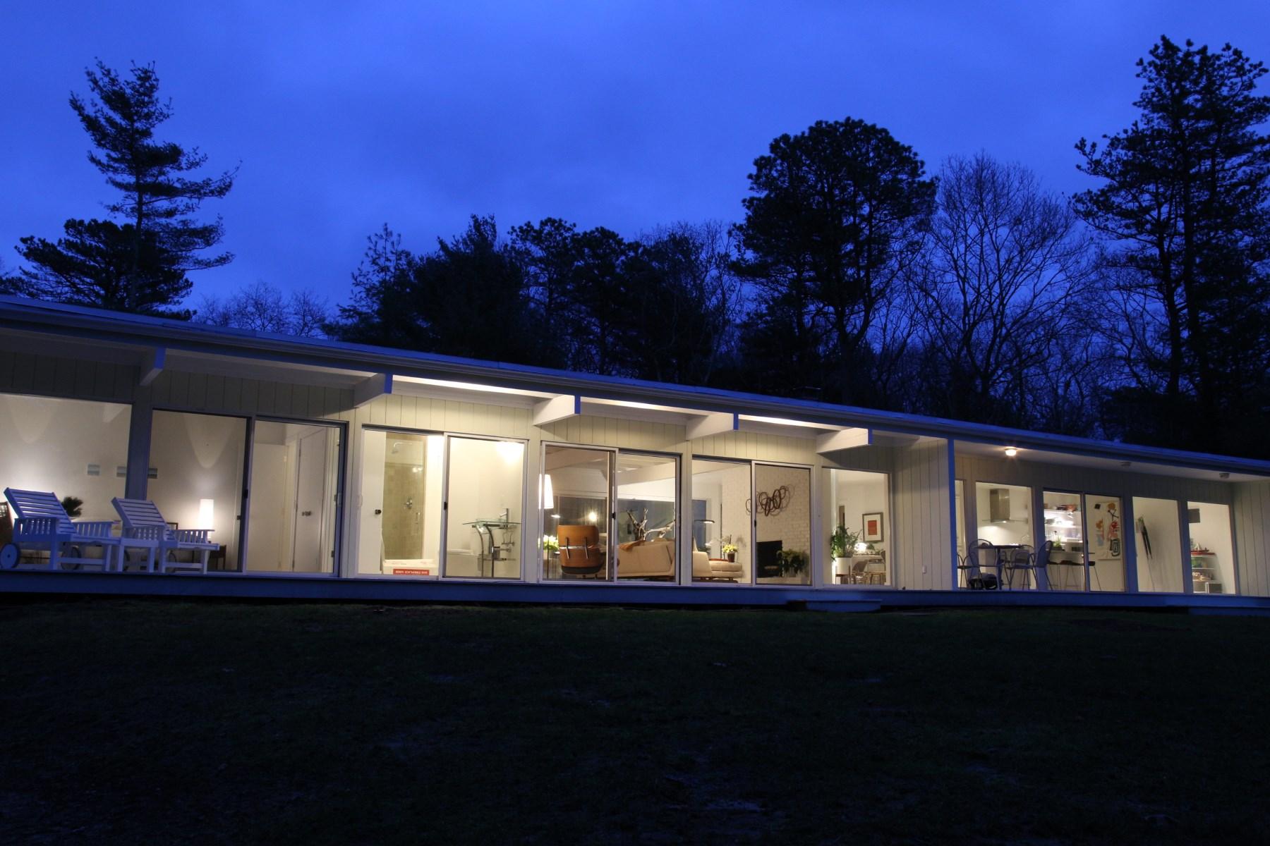 Einfamilienhaus für Vermietung beim East Hampton Modern Near Northwest 127 Two Holes Of Water Road East Hampton, New York, 11937 Vereinigte Staaten
