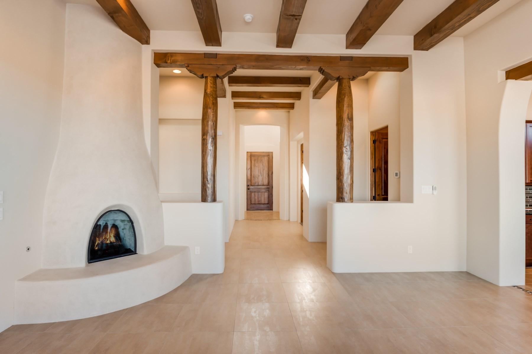 獨棟家庭住宅 為 出售 在 18 Camino de Colores Santa Fe, 新墨西哥州, 87506 美國