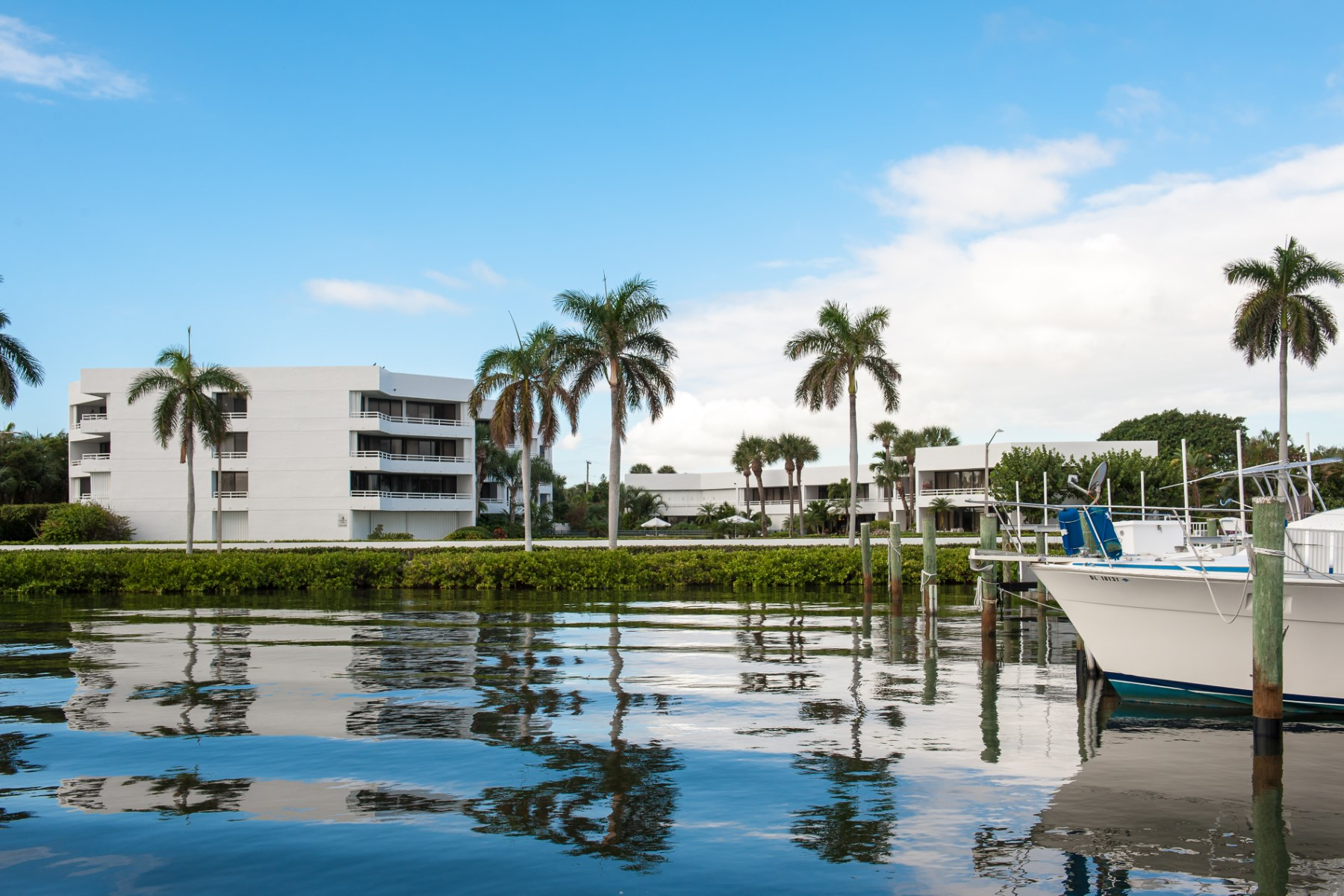 为 销售 在 Flagler Yacht Club Condo 3701 S Flagler Dr A204 West Palm Beach, 佛罗里达州 33405 美国