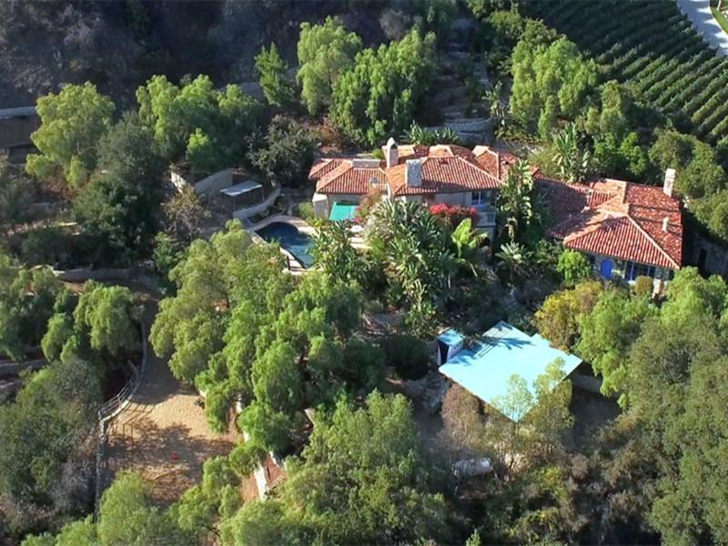 Hayvan Çiftliği/Çiftlik/Ekili Alan için Satış at Gated Stone Villa on approx. 3.7 acres 21415 Greenbluff Drive Topanga, Kaliforniya 90290 Amerika Birleşik Devletleri