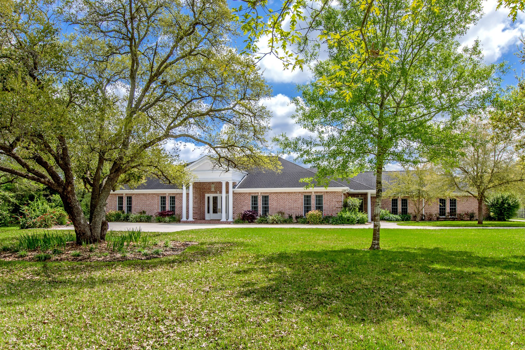sales property at 407 Edgewood Drive