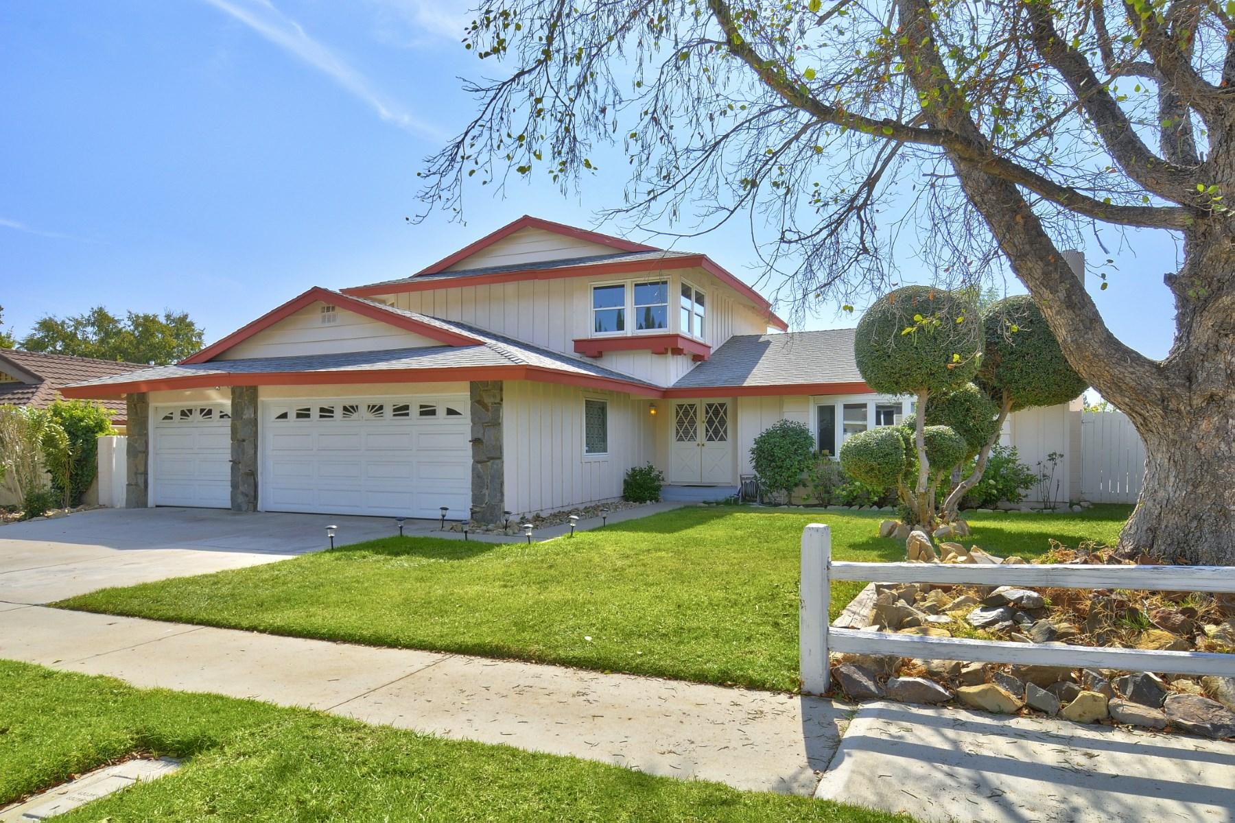 Villa per Vendita alle ore Charming Updated 4 Bedroom With A Pool 27018 De Berry Drive Calabasas, California, 91301 Stati Uniti