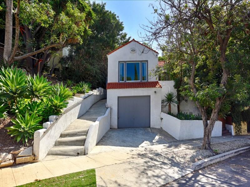 Maison unifamiliale pour l Vente à Charming 1925 Spanish Bungalow 3123 Berkeley Avenue Echo Park, Los Angeles, Californie 90026 États-Unis