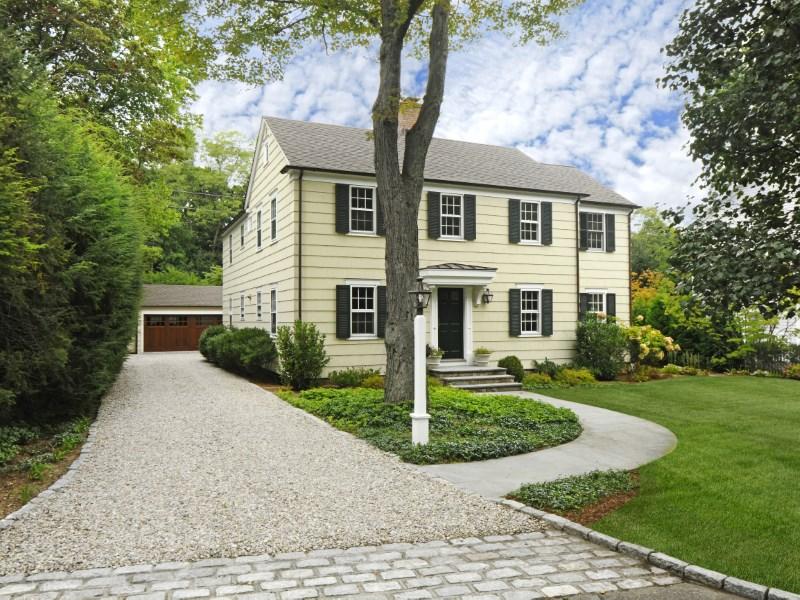 Villa per Vendita alle ore Lovely Renovated Classic in Riverside 93 Summit Road Riverside, Connecticut 06878 Stati Uniti