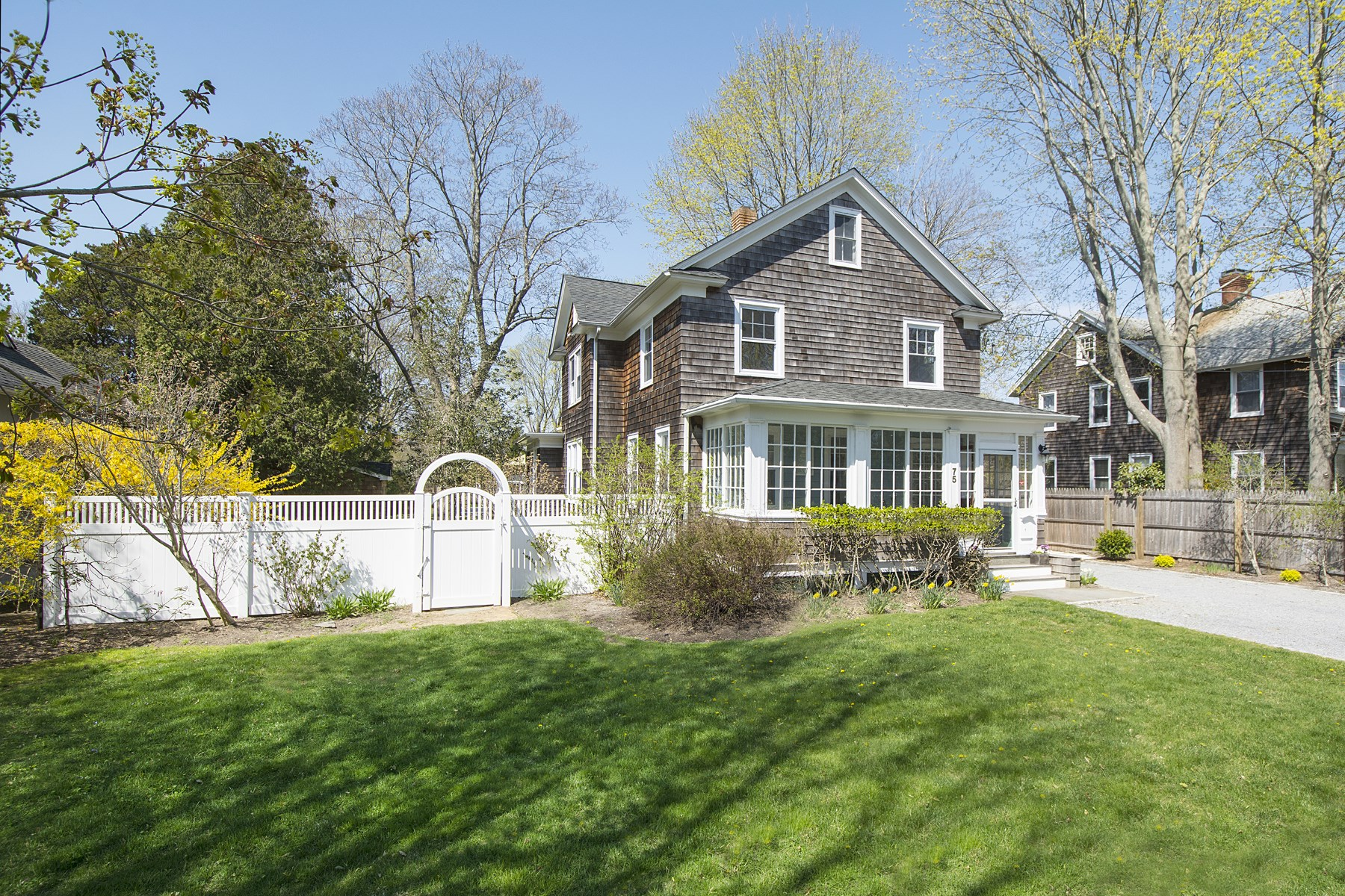 Частный односемейный дом для того Продажа на Southampton Village Classic Southampton, Нью-Йорк 11968 Соединенные Штаты