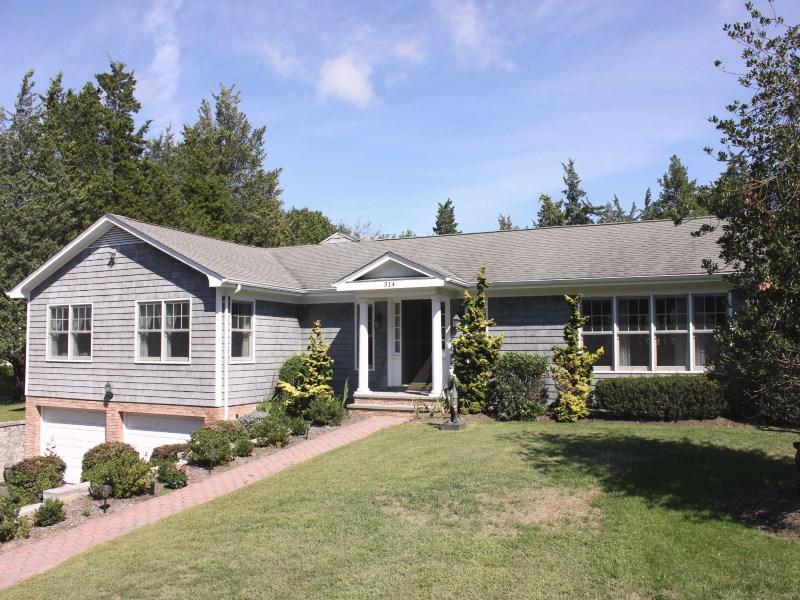 Casa para uma família para Locação às Beautiful Ranch in Southampton 514 North Main Street Southampton, Nova York 11968 Estados Unidos