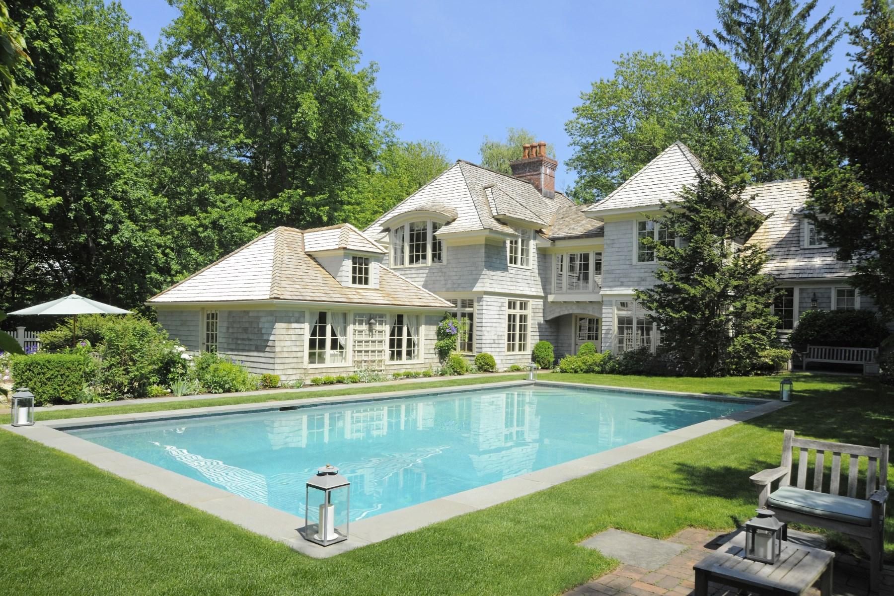 Maison unifamiliale pour l Vente à Near Town Perfection 9 Hobart Drive South Of Parkway, Greenwich, Connecticut 06831 États-Unis