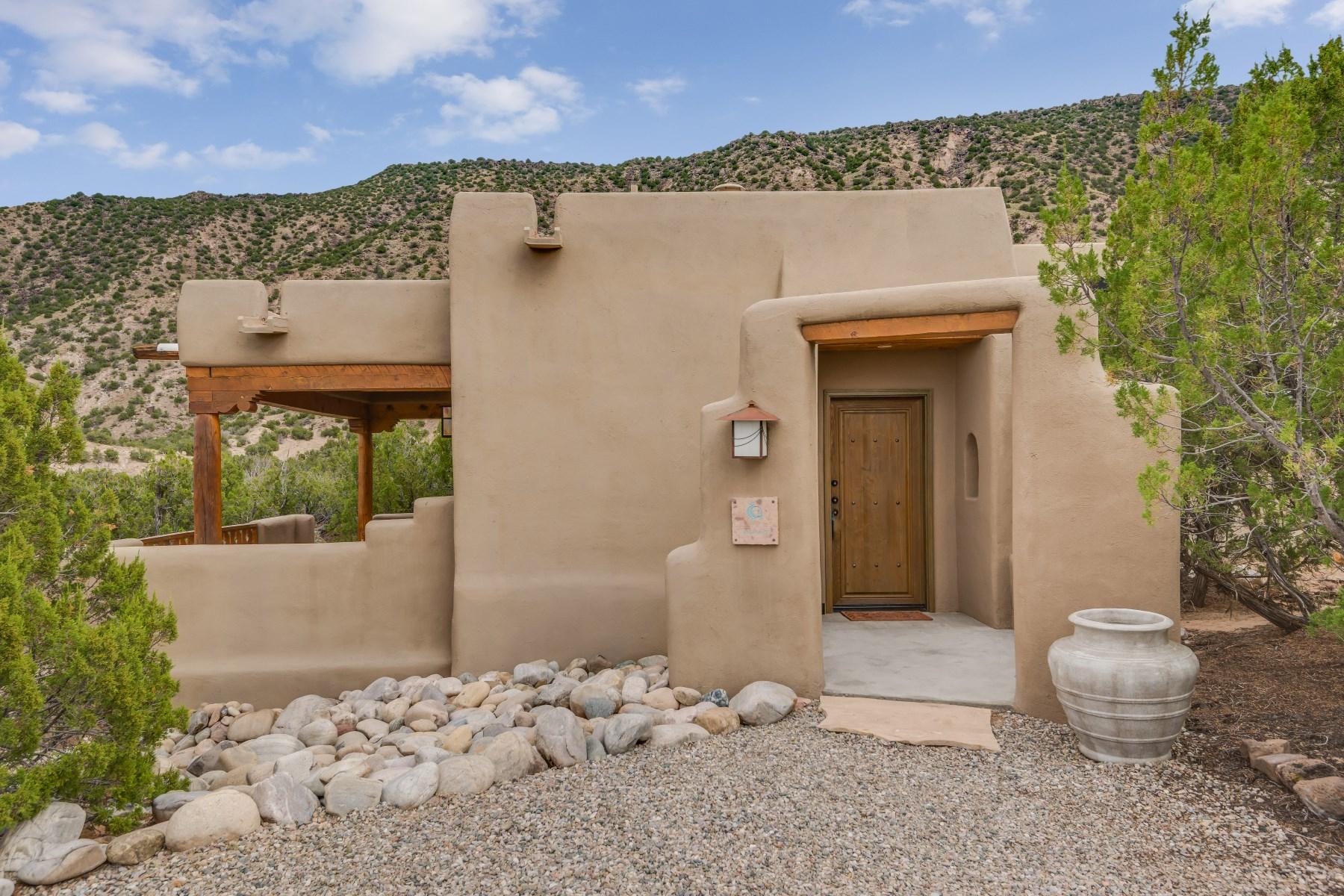 独户住宅 为 销售 在 5 Casita Drive 卡林特, 新墨西哥州, 87549 美国