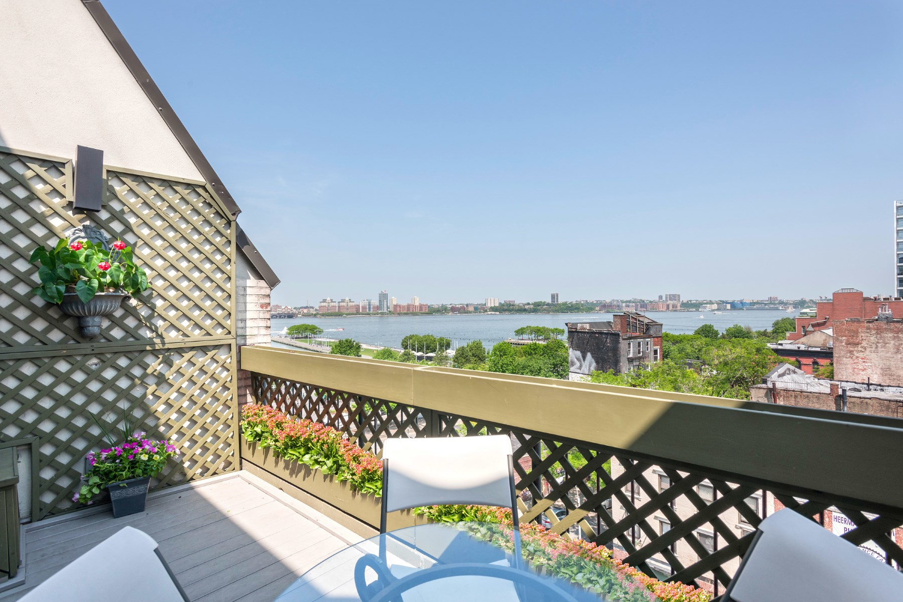Appartement en copropriété pour l Vente à Feel Good PH with Terrace in W Village 130 Barrow Street PH520 West Village, New York, New York, 10014 États-Unis