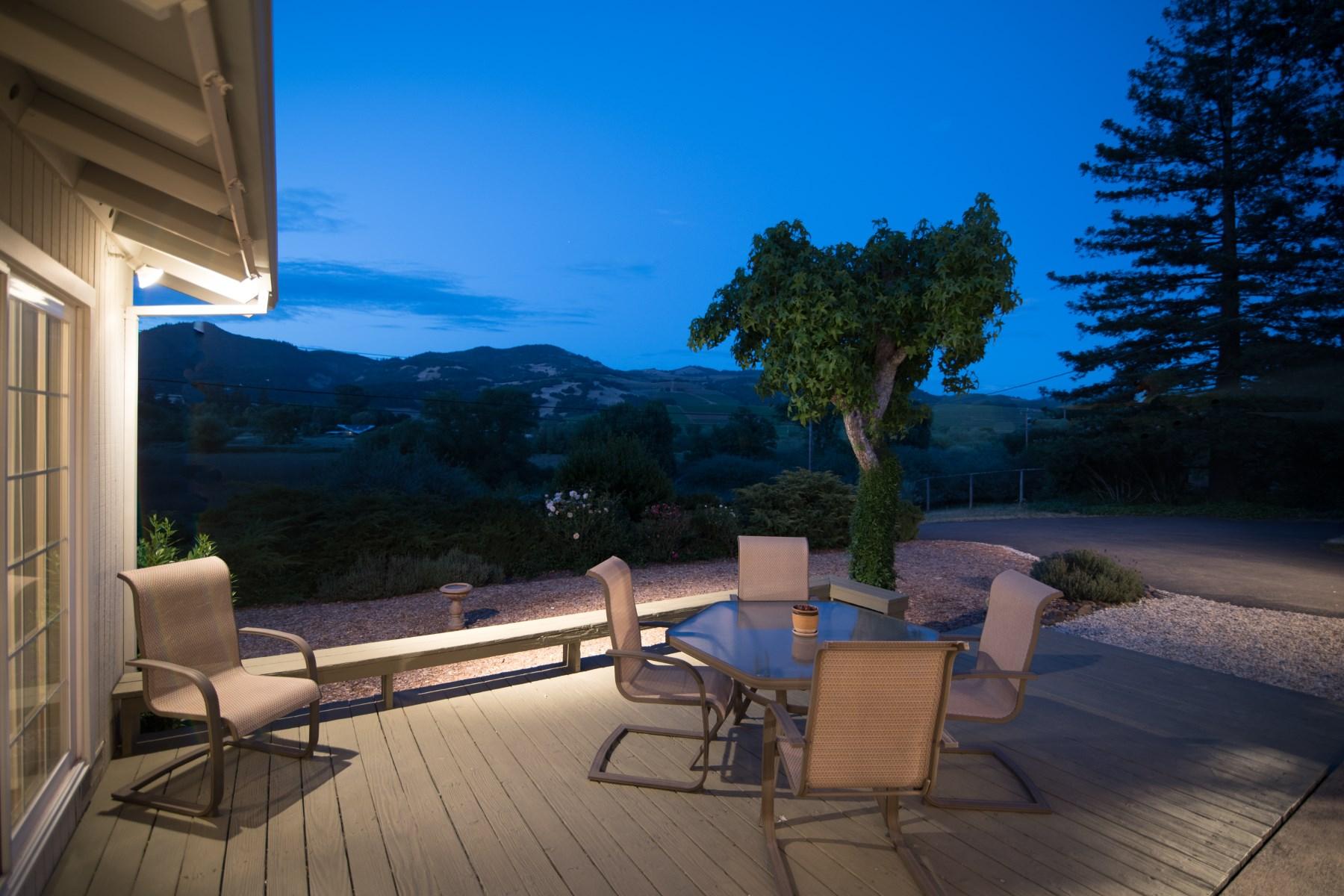 Maison unifamiliale pour l Vente à Charming Vineyard View Home 840 Warm Springs Rd Kenwood, Californie, 95452 États-Unis