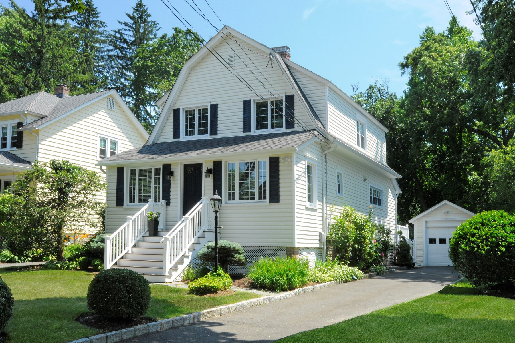 Single Family Home for Sale at 8 Meyer Place Riverside, Connecticut, 06878 United States