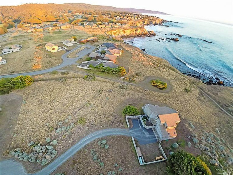 Additional photo for property listing at Enchanting White Water Views 291 Buckeye The Sea Ranch, California 95497 United States