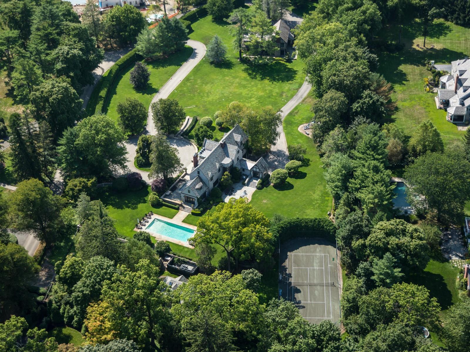 Einfamilienhaus für Verkauf beim Exquisite Mid-Country Compound Mid-Country, Greenwich, Connecticut 06830 Vereinigte Staaten