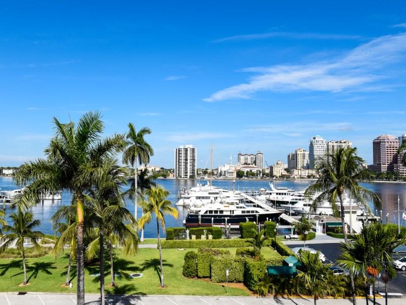 Nhà tập thể vì Bán tại Intracoastal Views - Park Place 369 S Lake Dr # 5f Palm Beach, Florida 33480 Hoa Kỳ