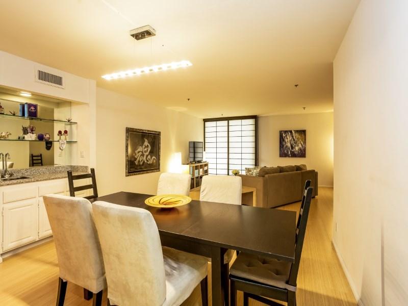 Kat Mülkiyeti için Satış at Prestigious Condo Living 10660 Wilshire Blvd #407 Westwood, Los Angeles, Kaliforniya 90024 Amerika Birleşik Devletleri