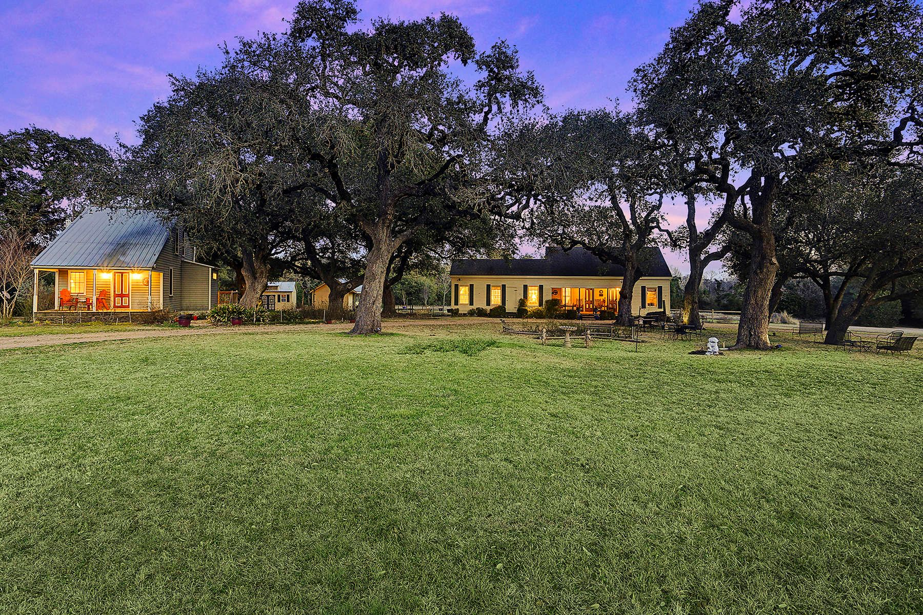 Casa Unifamiliar por un Venta en 509 North Live Oak Round Top, Texas, 78954 Estados Unidos