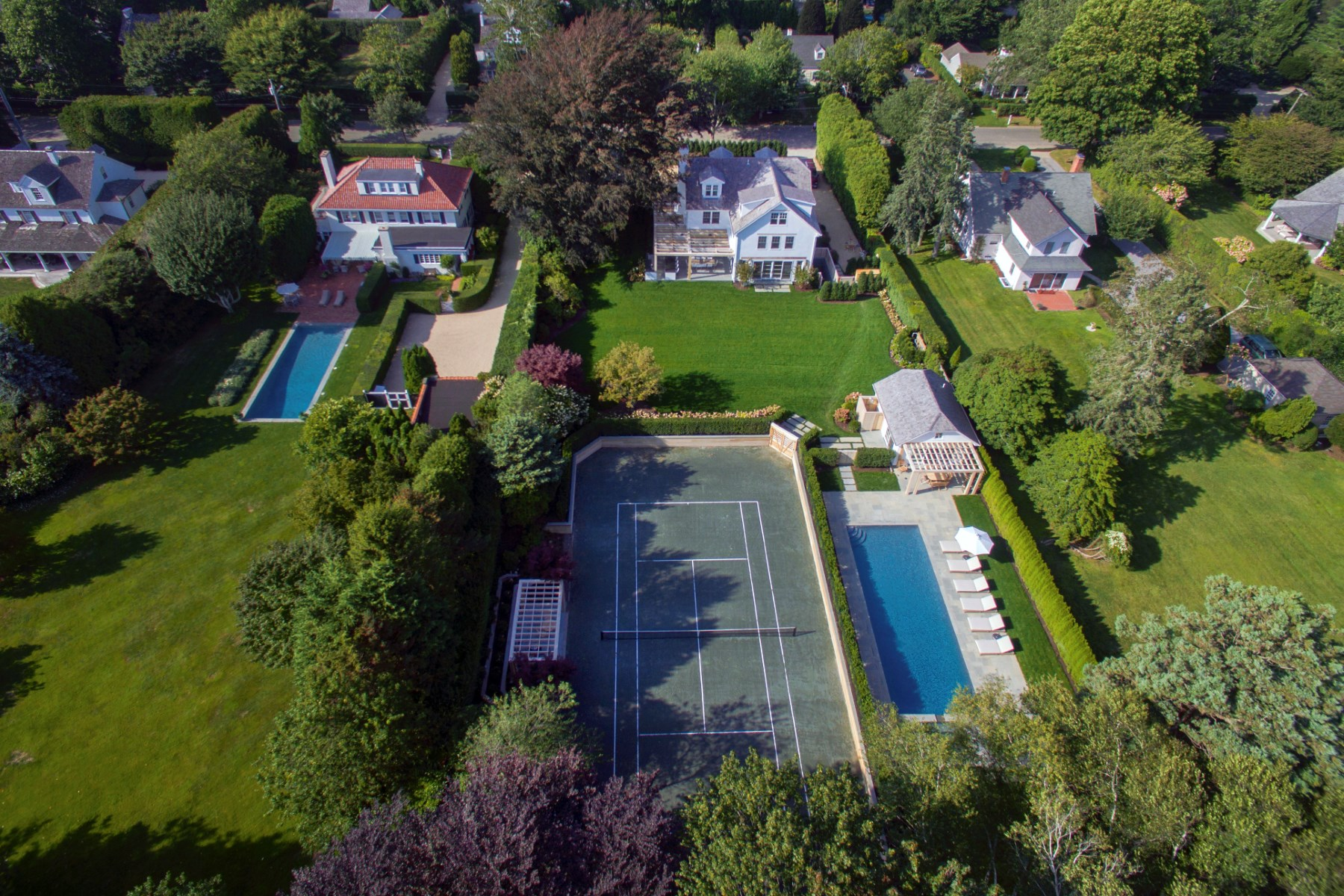 Additional photo for property listing at Copper Beach on Herrick - Pool & Tennis 124 Herrick Road Southampton, New York 11968 United States