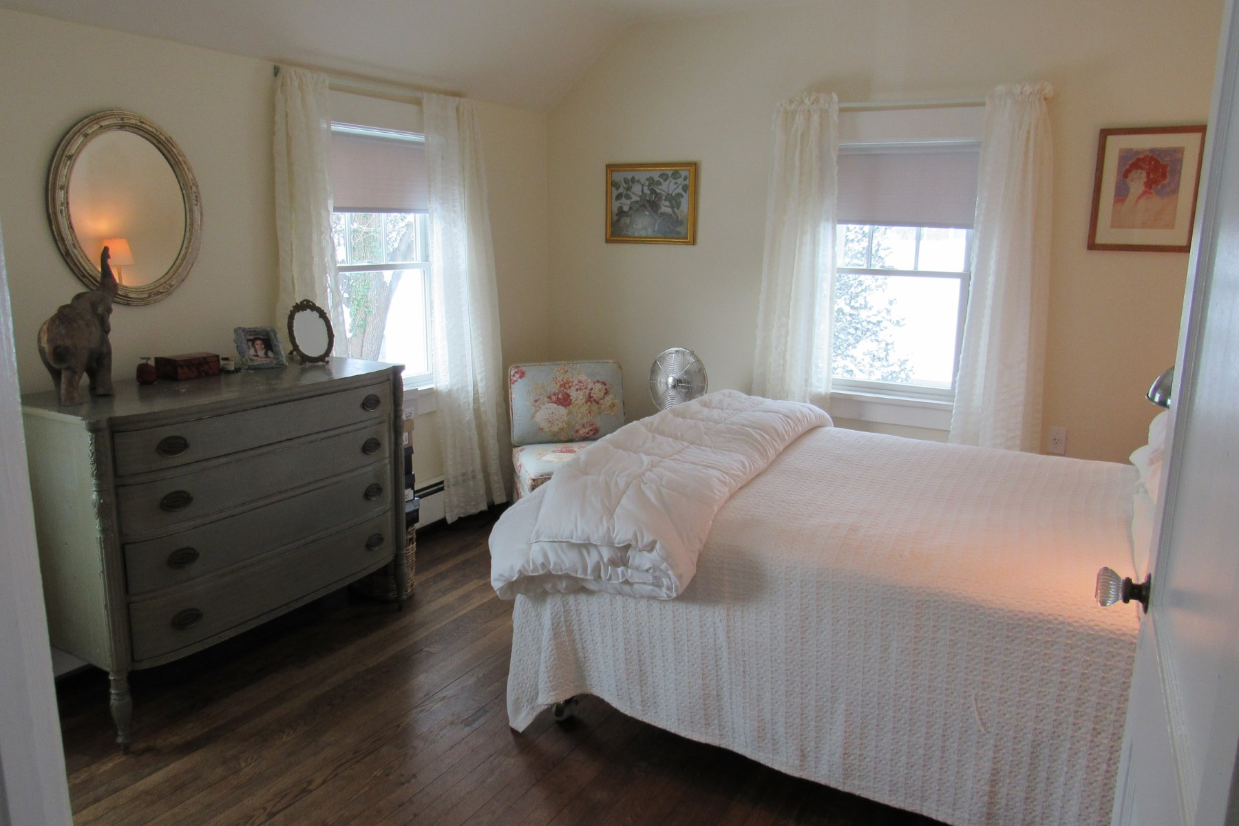 Additional photo for property listing at Antique-Filled Home to Rent 20 Pelletreau St Southampton, New York 11968 United States