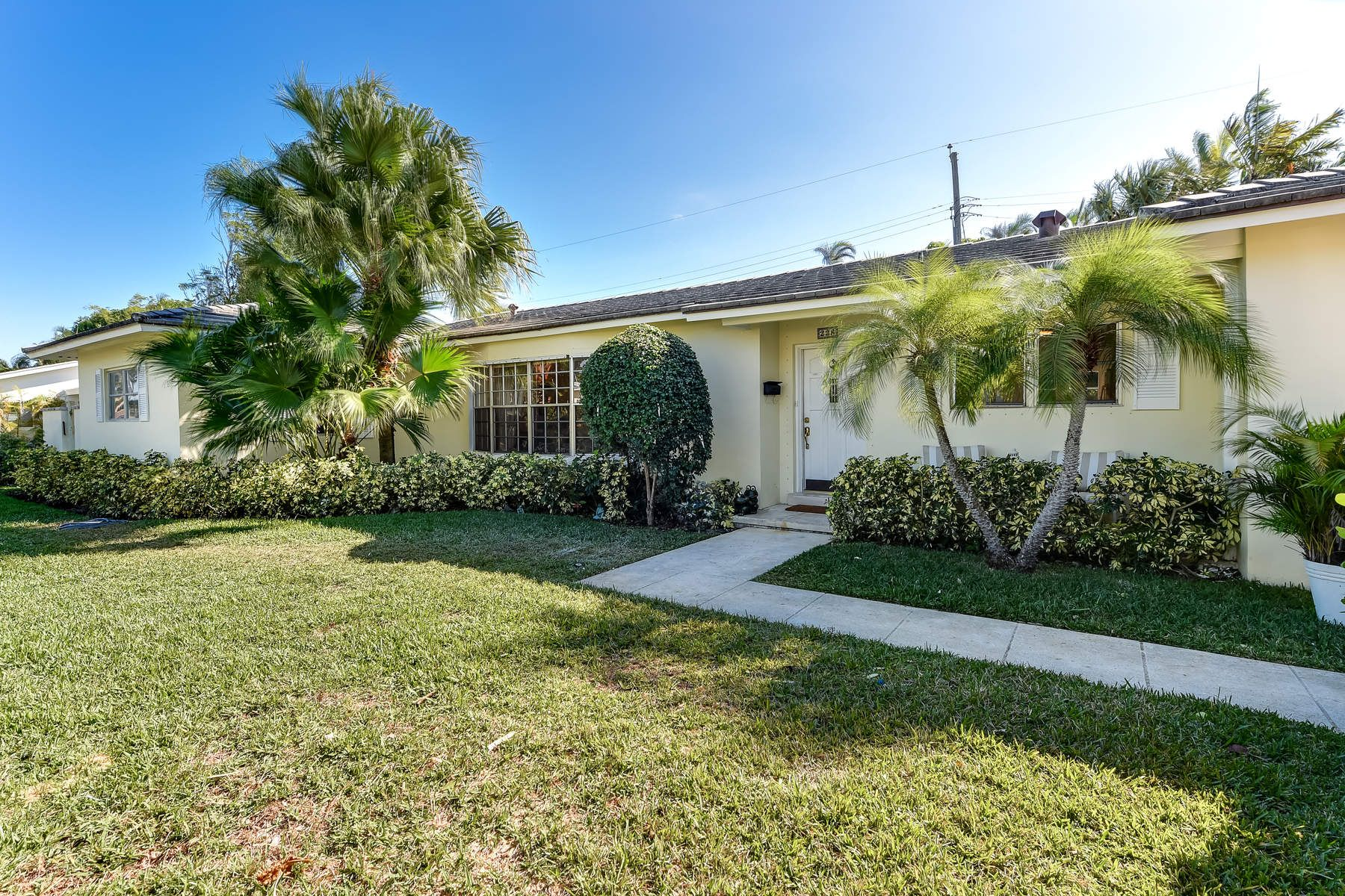 Single Family Home for Sale at Charming Lake Block Home 228 Elwa Pl, West Palm Beach, Florida, 33405 United States