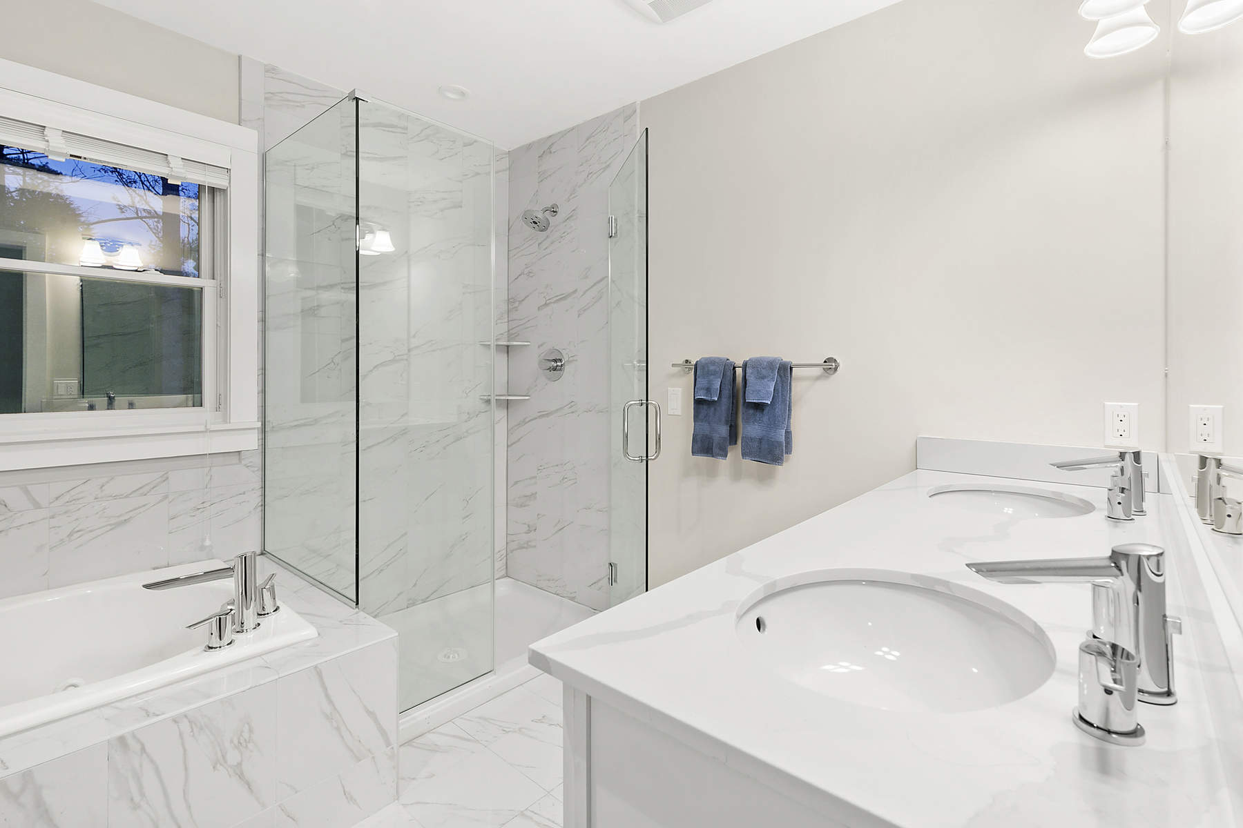 Additional photo for property listing at SPACIOUS TRADITIONAL 20 Saddle Lane East Hampton, New York 11937 United States