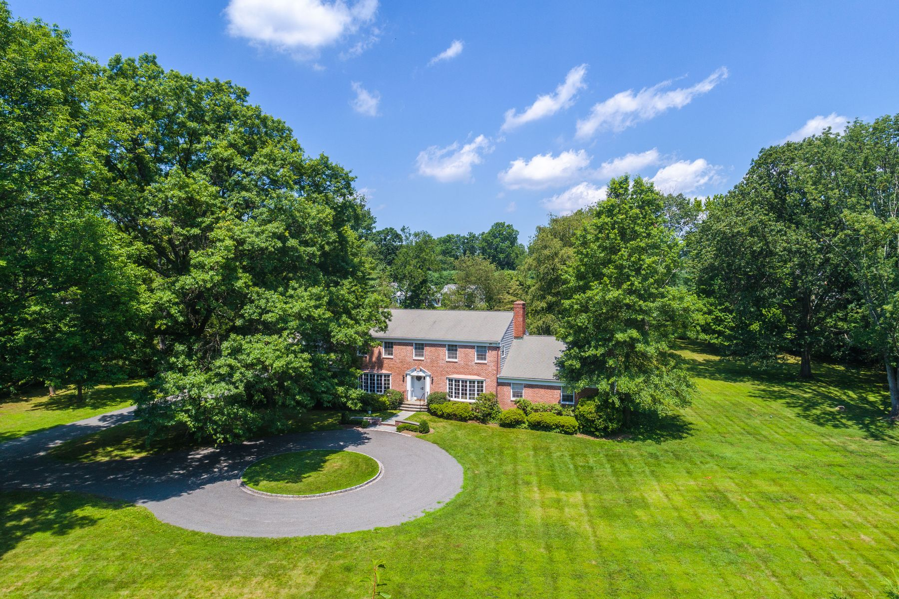 Single Family Homes for Sale at 33 Meadowcroft Lane Greenwich, Connecticut 06830 United States